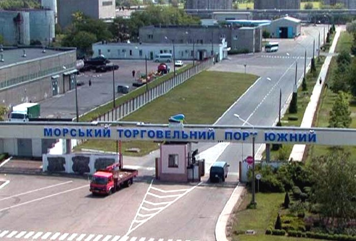 yuzniy-port-gates